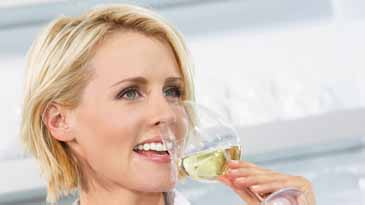 Tache de vin rouge : comment en venir bout - 17h43com